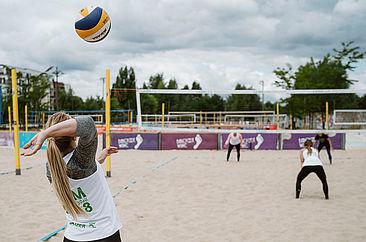 Beachvolleyball-Wettkampf bei der Berliner Hochschulmeisterschaft